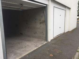 Garde meuble 17800 mazerolles france location box et for Garage garde meuble